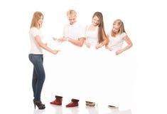 Grupo de adolescentes jovenes, elegantes y felices Imagen de archivo