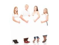 Grupo de adolescentes jovenes, elegantes y felices aislados en blanco Fotos de archivo