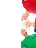 Grupo de adolescentes jovenes y felices en sombreros de la Navidad Imagen de archivo libre de regalías