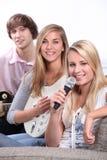 Grupo de adolescentes que juegan música Imagen de archivo