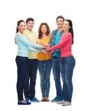 Grupo de adolescentes sonrientes Foto de archivo libre de regalías
