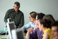 Grupo de adultos novos em um curso de formação Fotos de Stock