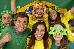 Grupo de aficionados al fútbol brasileños del deporte Fotos de archivo