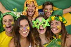 Grupo de aficionados al fútbol brasileños del deporte Fotografía de archivo libre de regalías