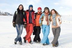 Grupo de afiliação étnica diferente dos adolescentes do esporte Imagem de Stock