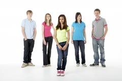 Grupo de amigos adolescentes en estudio Fotografía de archivo libre de regalías