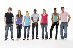 Grupo de amigos adolescentes no estúdio Foto de Stock Royalty Free