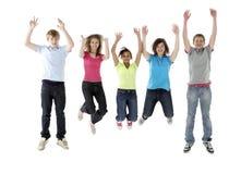 Grupo de amigos adolescentes que saltam no estúdio Fotografia de Stock Royalty Free