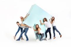 Grupo de amigos con la flecha grande Fotografía de archivo libre de regalías