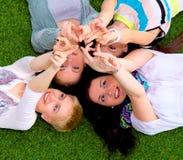 Grupo de amigos con sus manos en el ai Fotos de archivo libres de regalías