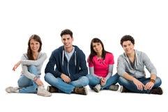 Grupo de amigos de sorriso felizes imagem de stock royalty free
