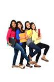 Grupo de amigos/estudantes fêmeas de sorriso Fotos de Stock