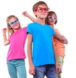 Grupo de amigos felices que llevan las lentes aisladas sobre blanco Imágenes de archivo libres de regalías