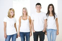 Grupo de amigos jovenes