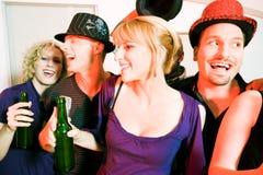 Grupo de amigos que comemoram Foto de Stock Royalty Free