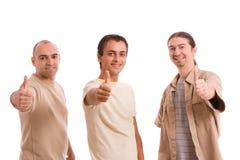 Grupo de amigos que mostram os polegares acima Fotos de Stock Royalty Free
