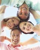 Grupo de amigos que olham para baixo na câmera foto de stock royalty free