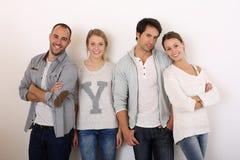 Grupo de amigos sonrientes aislados Imágenes de archivo libres de regalías