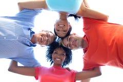 Grupo de amontonar feliz de los amigos Fotografía de archivo