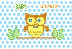 Grupo de búhos en fondos azules del punto, diseño de tarjetas de la fiesta de bienvenida al bebé, vector Fotografía de archivo
