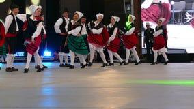 Grupo de bailarines de España en traje tradicional almacen de video