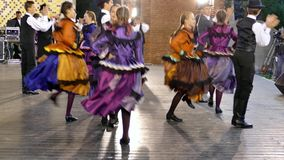 Grupo de bailarines húngaros almacen de metraje de vídeo