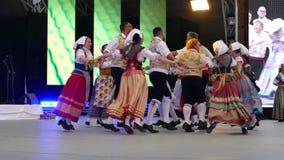 Grupo de bailarines de Italia en traje tradicional almacen de metraje de vídeo