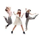 Grupo de bailarines jovenes del hip-hop del femanle en el fondo blanco Fotos de archivo libres de regalías