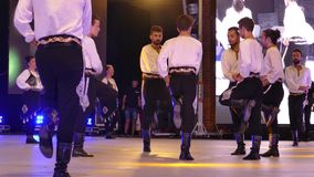 Grupo de bailarines de Turquía en traje tradicional almacen de metraje de vídeo