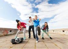 Grupo de baile de los adolescentes Foto de archivo