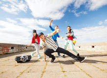 Grupo de baile de los adolescentes Imagenes de archivo