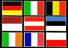 Grupo de bandeiras europeias nos selos postais isolados no fundo preto Alemanha, Itália, Bélgica, Mônaco, Estônia, Áustria, Irlan ilustração do vetor