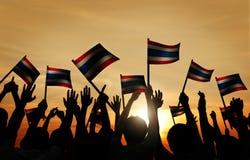 Grupo de bandera que agita detrás encendida de la gente de Tailandia Imagen de archivo libre de regalías