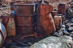 Grupo de barriles con la basura tóxica Imágenes de archivo libres de regalías