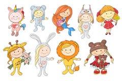 Grupo de bebês bonitos dos desenhos animados nos chapéus de animais diferentes ilustração do vetor