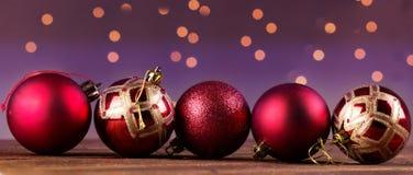 Grupo de bolas decorativas hermosas de la Navidad Fotos de archivo libres de regalías