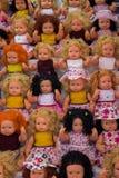 grupo de bonecas bonitas com vária roupa Fotografia de Stock