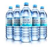 Grupo de botellas de agua plásticas de la bebida Fotografía de archivo
