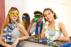 Grupo de brasileños que llevan el vestido de lujo en el partido de Carnaval Peopl Fotos de archivo libres de regalías
