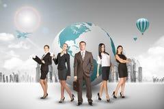 Grupo de buisnesspeople com globo da terra Imagens de Stock