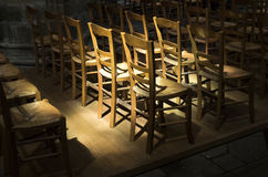 Grupo de cadeiras da palha feitas da madeira Fotos de Stock