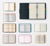 Grupo de cadernos realísticos abertos com o caderno da educação da brochura do molde da folha do escritório do diário das páginas ilustração do vetor