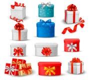 Grupo de caixas de presente coloridas com curvas e fitas. Imagens de Stock