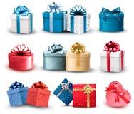 Grupo de caixas de presente coloridas com curvas e fitas. Imagem de Stock