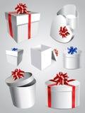 Grupo de caixas de presente coloridas com curvas e fitas. Fotografia de Stock