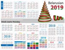 Grupo de calendários simples do bolso para 2019 dois mil dezenove A semana começa segunda-feira Tradução do bielorrusso - Fotografia de Stock
