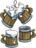 Grupo de canecas de cerveja de madeira imagem de stock royalty free