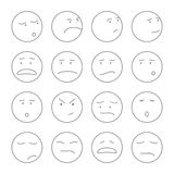 Grupo de caras bonitos do smiley com esboço das expressões Foto de Stock