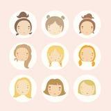 Grupo de 9 caras das meninas dos desenhos animados do vetor Fotos de Stock