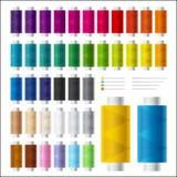 Grupo de carretéis coloridos da linha e das agulhas para costurar e bordado Fotografia de Stock Royalty Free